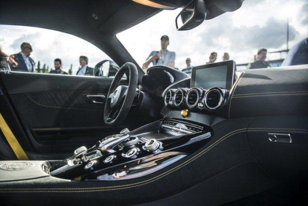 Mercedes-AMG-GT-R-00076-696x465