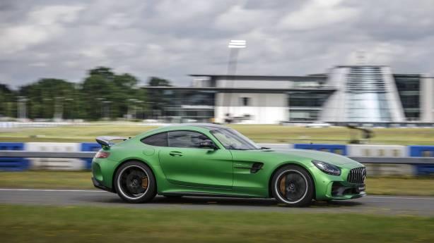 Mercedes-AMG-GT-R-101
