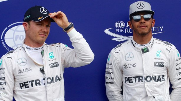 hamilton-and-rosberg-conclusions-headphones-f1_3754677